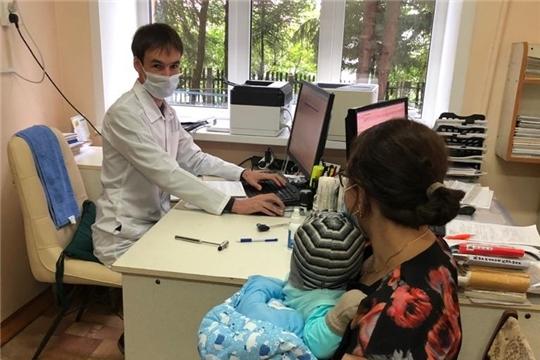 Мобильная бригада врачей проконсультировала маленьких пациентов Моргаушской ЦРБ