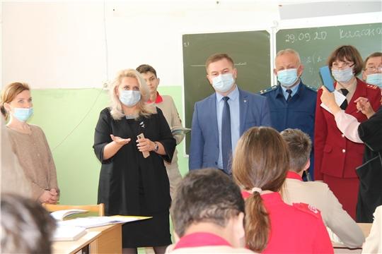 Рабочая группа Оперштаба по предупреждению завоза и распространения COVID-19 проверила школы Ядринского района