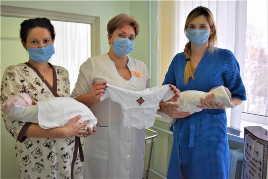 В День чувашской вышивки в Президентском перинатальном центре Минздрава Чувашии вручены памятные подарки