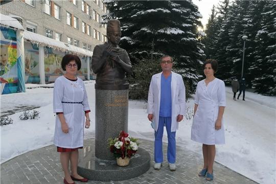 В Республиканской детской клинической больнице почтили память детского хирурга Станислава Николаева