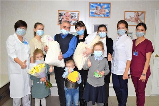 В Президентском перинатальном центре у многодетной семьи родилась двойня