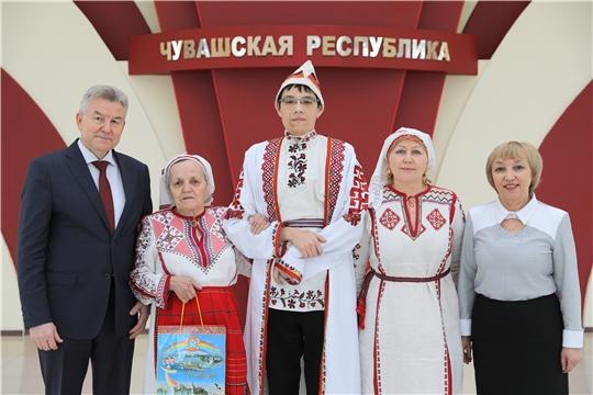 Мастер чувашской вышивки Евгения Жачева посетила Дом Правительства