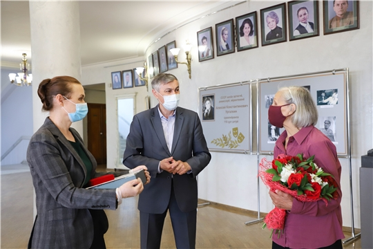 Министр Роза Лизакова поздравила с юбилеем народную артистку РСФСР Нину Яковлеву