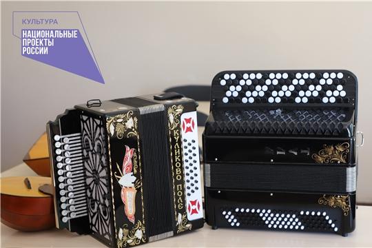 В Чувашии продолжается поставка музыкальных инструментов и оборудования