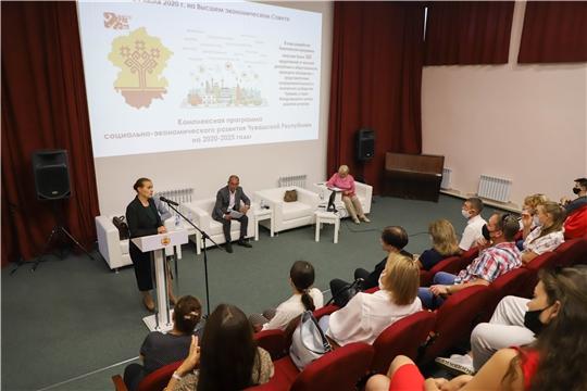 Коллективы филармонии и ансамбля песни и танца встретились с министром культуры Розой Лизаковой