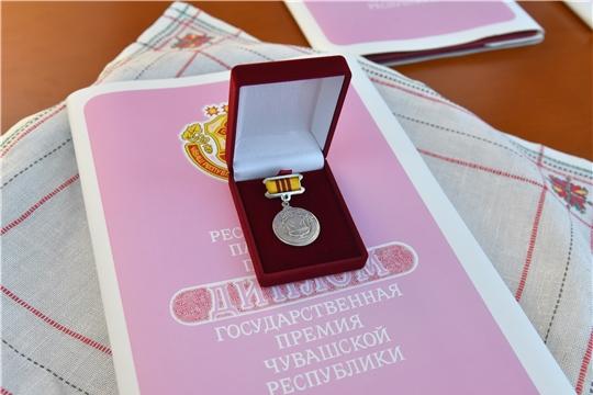Олег Николаев вручил государственные премии Чувашской Республики