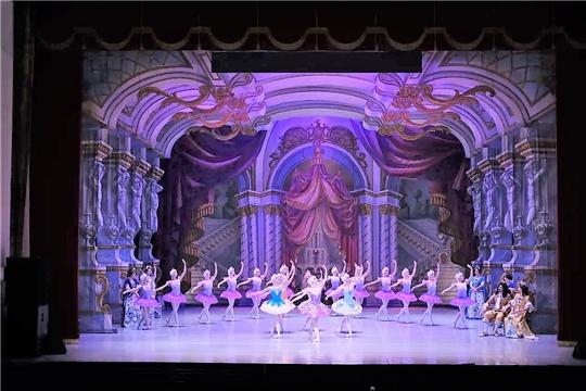 В Театре оперы и балета отметили юбилей главного художника Валентина Федорова