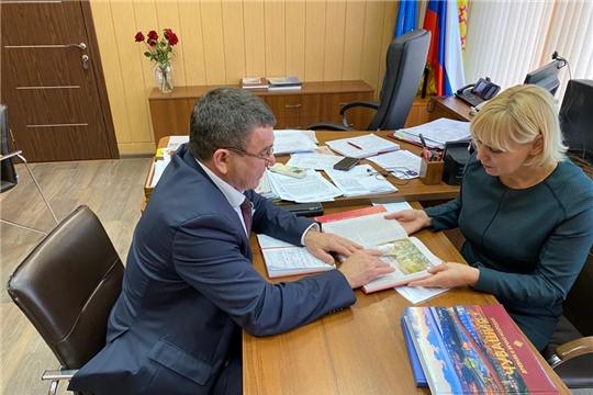 Министр Светлана Каликова провела рабочую встречу с председателем Совета руководителей землячеств районов Чувашии Юрием Зориным