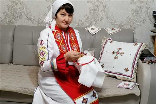 Мастерица Шемуршинского района присоединилась к акции «Сурпан Пĕрле»