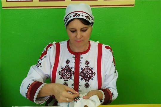 В Цивильском районе приступили к работе над вышивкой в рамках акции «Сурпан Пӗрле»