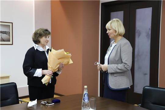 Светлана Каликова выразила благодарность директору Национальной библиотеки Чувашии за плодотворную работу