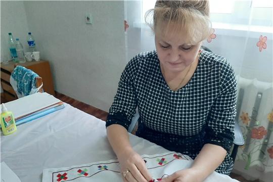 В Янтиковском районе приступили к работе над вышивкой в рамках акции «Сурпан Пӗрле»