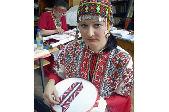 Ядринская мастерица присоединилась к акции «Сурпан Пĕрле»