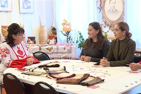 """В Чувашии 26 мастериц вышивки представят 6-метровое головное покрывало """"Сурпан"""""""