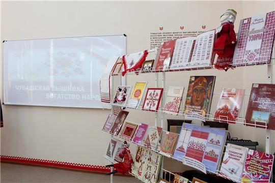 В Институте культуры и искусств открылась выставка «Чувашская вышивка – богатство народа»