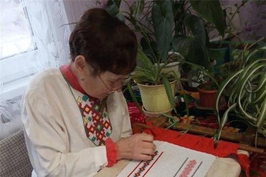 В Красночетайском районе идет работа над вышивкой в рамках акции «Сурпан Пӗрле»