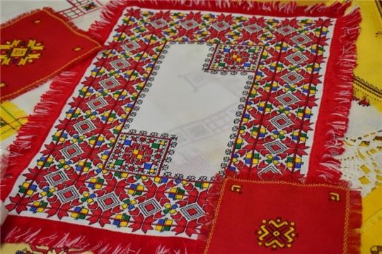 В День чувашской вышивки Национальная библиотека приглашает в творческую гостиную «Искусство вышивки»