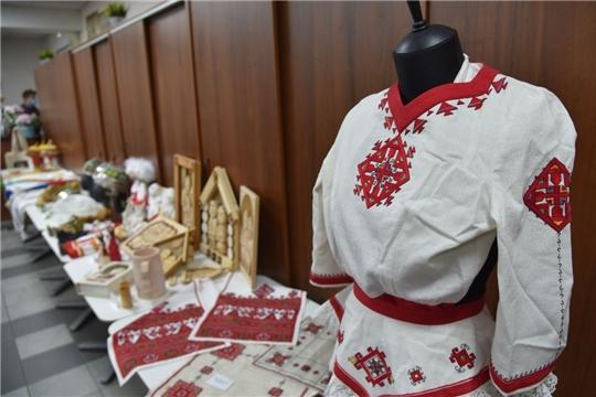 Олег Николаев предложил возродить традиции обучения чувашской вышивке