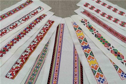 Министр Светлана Каликова доложила о подготовке мероприятий ко Дню чувашской вышивки.