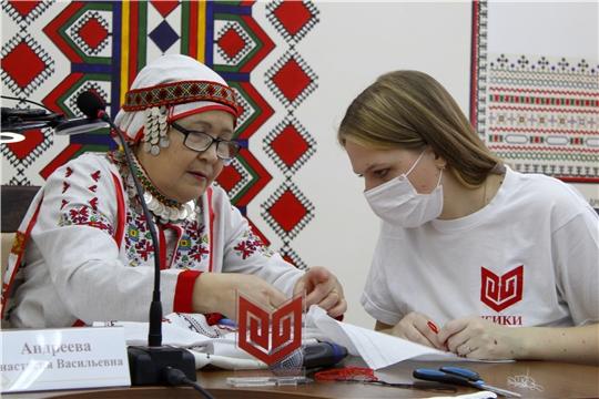 В Институте культуры провели онлайн мастер-класс по чувашской вышивке