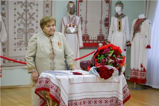 Состоялась презентация выставки работ заслуженного художника России Марии Симаковой «Чувашские узоры»