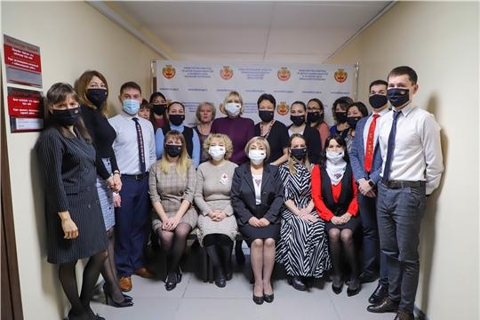Сотрудники Минкультуры Чувашии поддержали республиканский флешмоб «На работу – в одежде с элементами чувашской вышивки»