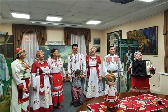 В Доме дружбы Ленинградской области состоялся День чувашской культуры, посвященный 100-летию Чувашии и Дню чувашской вышивки