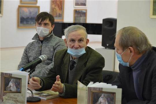 В День чувашской вышивки презентовали книгу Николая Садюкова «И дивный видится узор…»