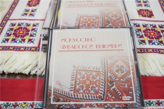 Национальная библиотека присоединилась к Дню чувашской вышивки