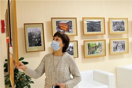 В Доме Дружбы народов открылась фотовыставка о подвиге строителей оборонительных рубежей