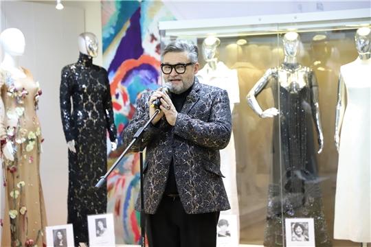 Историк моды Александр Васильев представил выставку «Звуки моды»