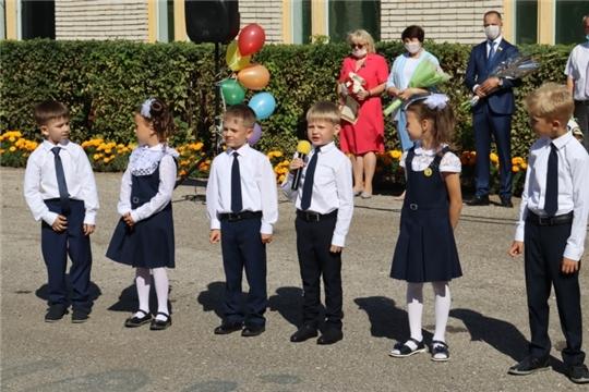 Министр финансов Михаил Ноздряков поздравил учащихся новочебоксарской школы № 17 с Днем знаний