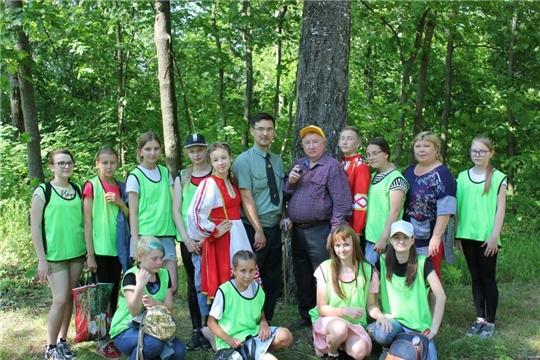 Юные экологи муниципального штаба «ЭКА» проинспектировали старовозрастные деревья города Шумерля
