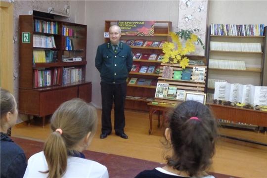 Работник Мариинско–Посадского лесничества провел экологическое занятие для учащихся школы