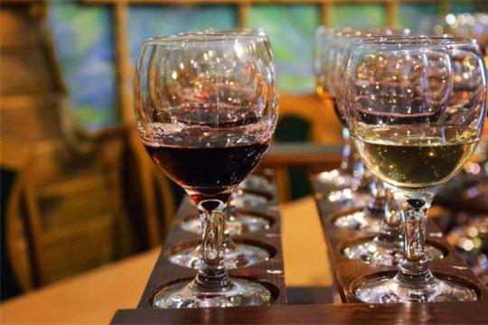 С 1 января в стране увеличилась минимальная стоимость водки, коньяка и бренди.