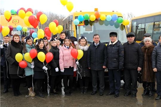 Муниципалитеты Чувашии получили 15 новых школьных автобусов