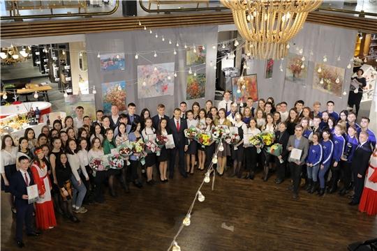 Глава Чувашии встретился с лауреатами стипендии за особую творческую устремленность