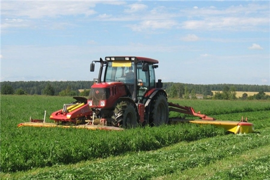 В Яльчикском районе приступили к скашиванию многолетних трав