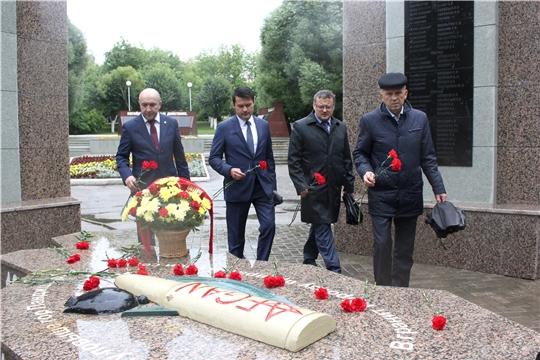 В день 90-летия ВДВ в Чебоксарах состоялось возложение цветов