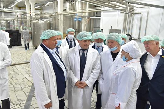 Олег Николаев с рабочим визитом посетил ряд предприятий республики, занимающихся переработкой сельхозпродукции