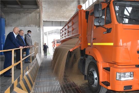 На хлебоприемные пункты АО «Чувашхлебопродукт» продолжает поступать зерно нового урожая