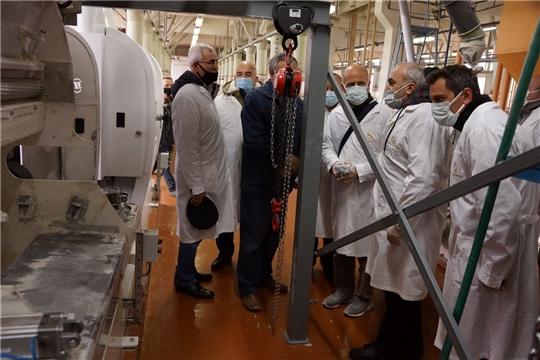 Турецкие специалисты проинспектировали работу установленного на Чебоксарском элеваторе оборудования