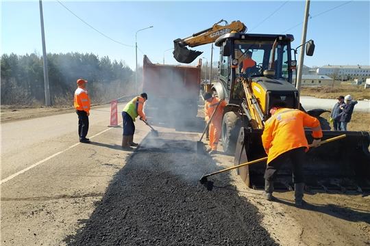 Надорогах регионального и местного значения Чувашской Республики начался сезон ямочного ремонта