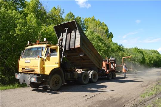 Ямочный ремонт автодорог местного значения продолжается