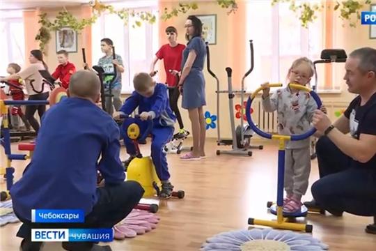 Чебоксарский реабилитационный центр для детей посетила певица Юлия Чичерина
