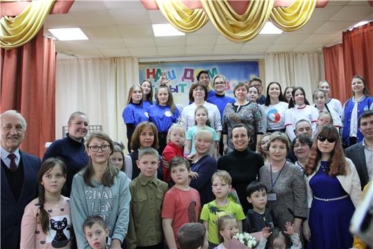 И.о. министра Алена Елизарова приняла участие в благотворительной встрече детей-инвалидов с певицей Юлией Чичериной
