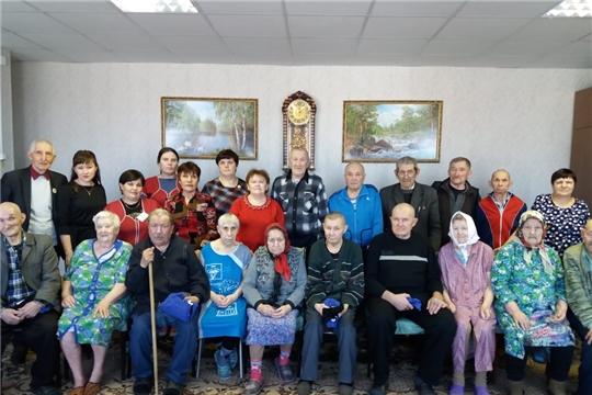 В Батыревском центре социального обслуживания получателей услуг поздравили с Днем защитника Отечества