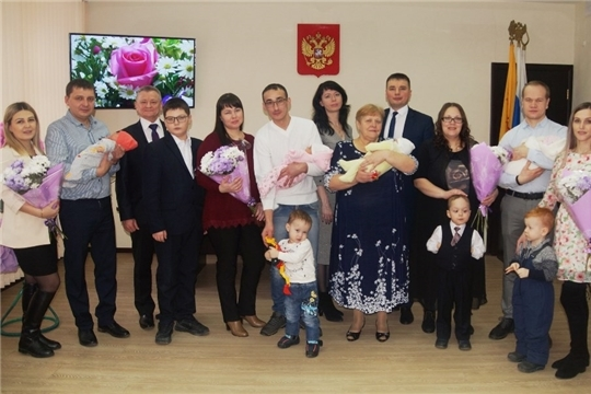 В Чебоксарах состоялось торжественное вручение сертификатов на материнский капитал