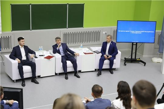 Олег Николаев поможет студентам с трудоустройством