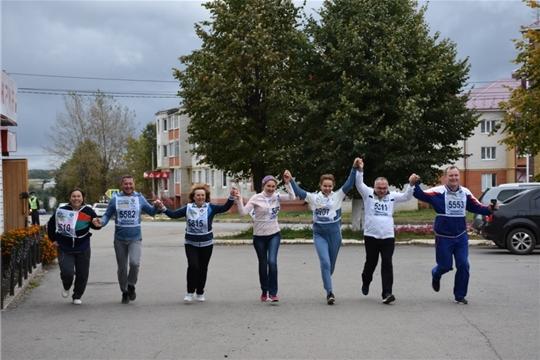Министр труда Алена Елизарова приняла участие во Всероссийском дне бега «Кросс Нации - 2020» в Аликовском районе